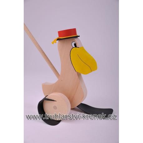 Plácačka pelikán - klobouk
